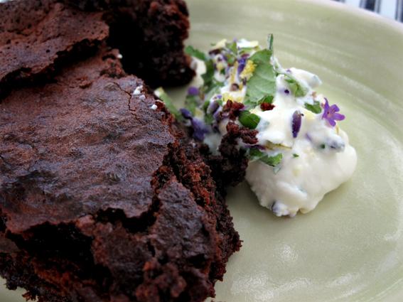 Chokoladekage med kaffe og mandler