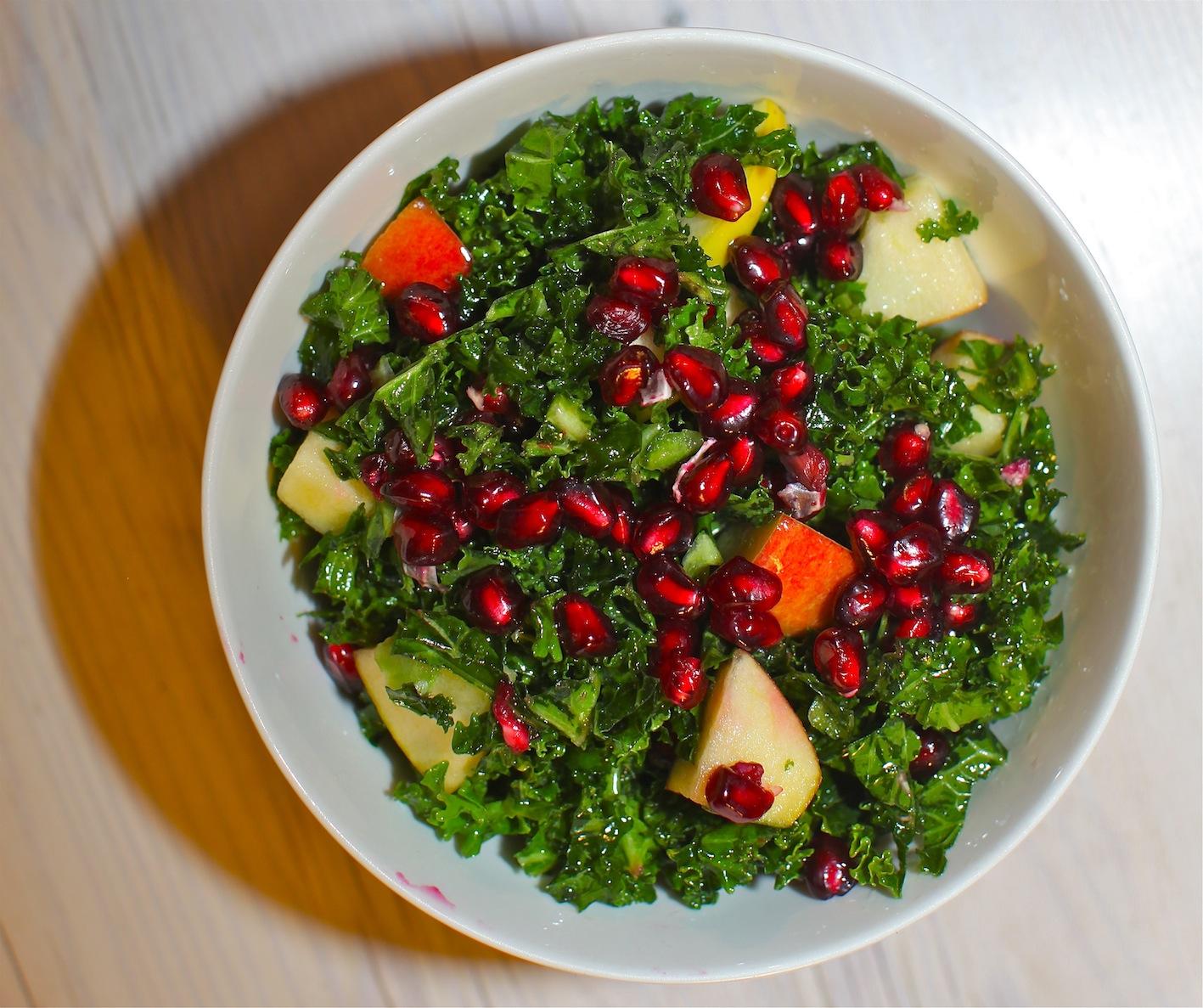 salat med blomkål og granatæble